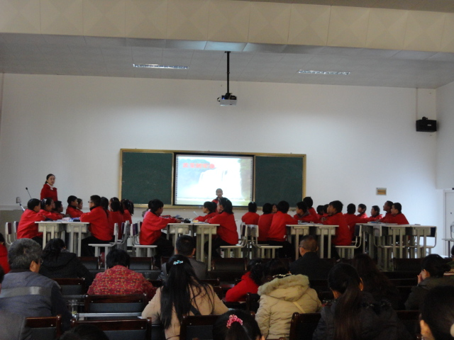 董老师执教五年级语文《黄果树听瀑》高清图片