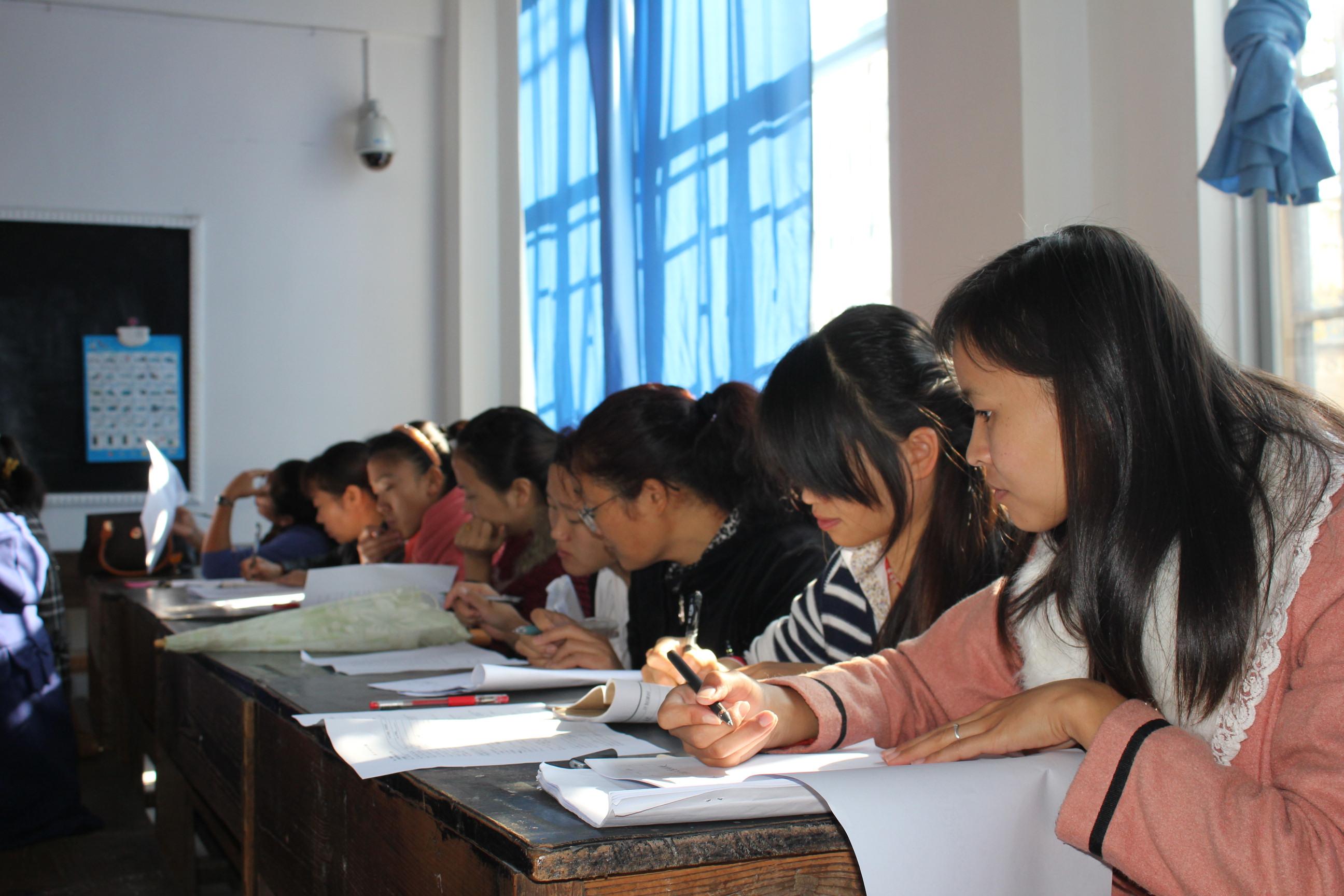2013年11月8日开展集体备课交流展示活动,高三年级英语备课高清图片