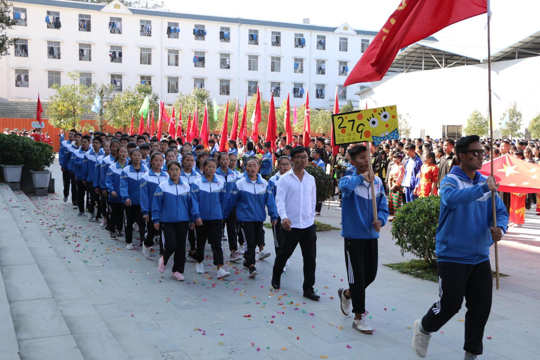 梁河一中2017年文体艺术节开幕式——高一年级入场