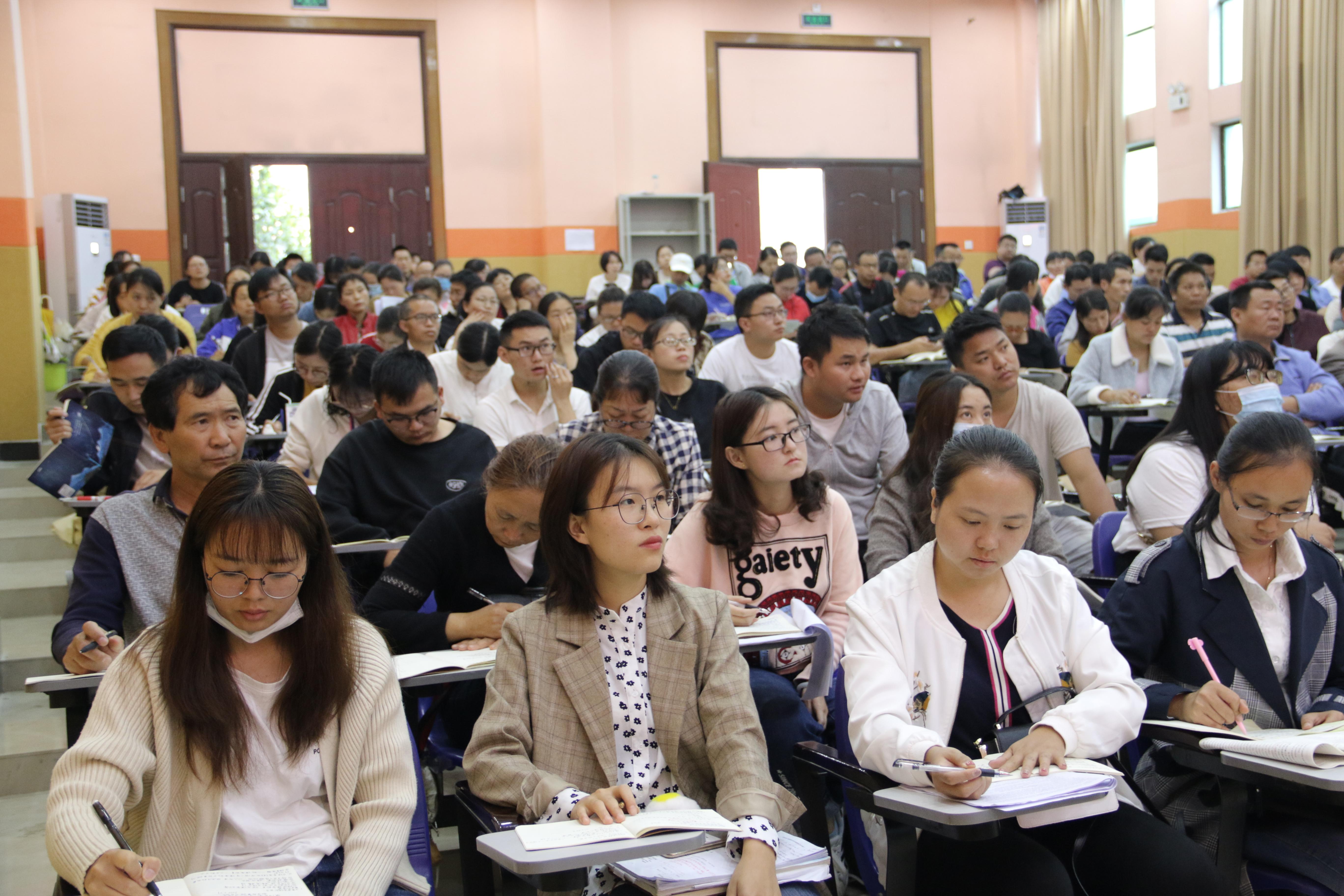 梁河县第一中学进行三年课堂教学质量提升启动会议