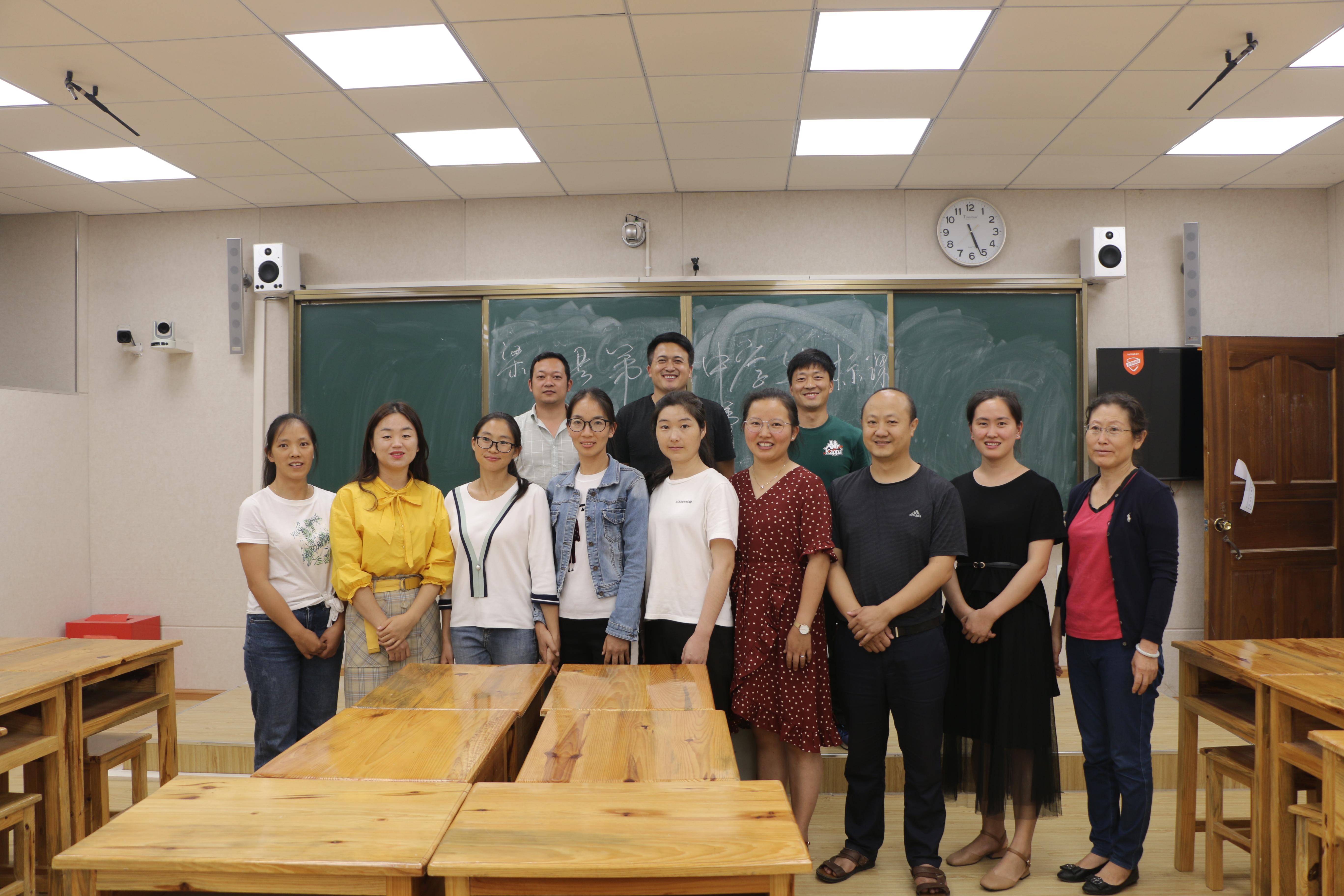 梁河县第一中学开展专家老师达标课评课活动