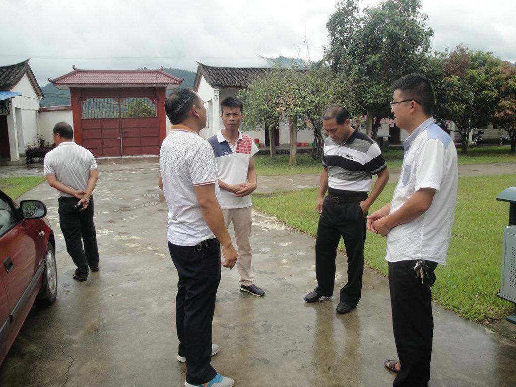 芒东镇中心校领导到帮别小学检查指导开学工作