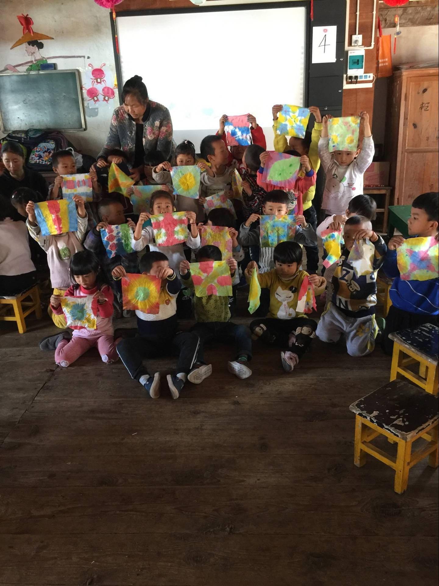 县幼儿园对芒东镇幼儿园进行帮扶