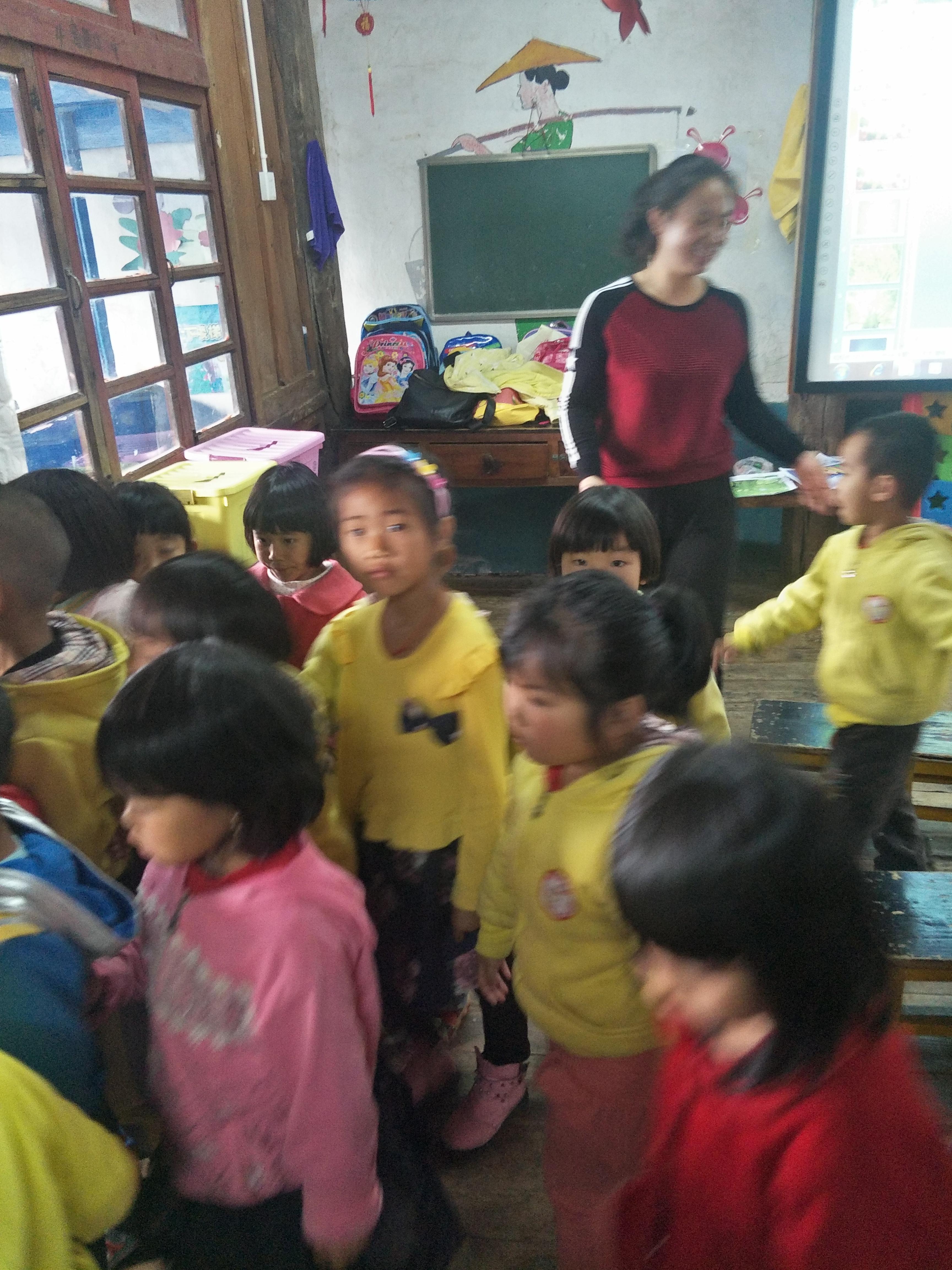 县幼儿园徐明艳老师对我芒东镇幼儿园进行帮扶