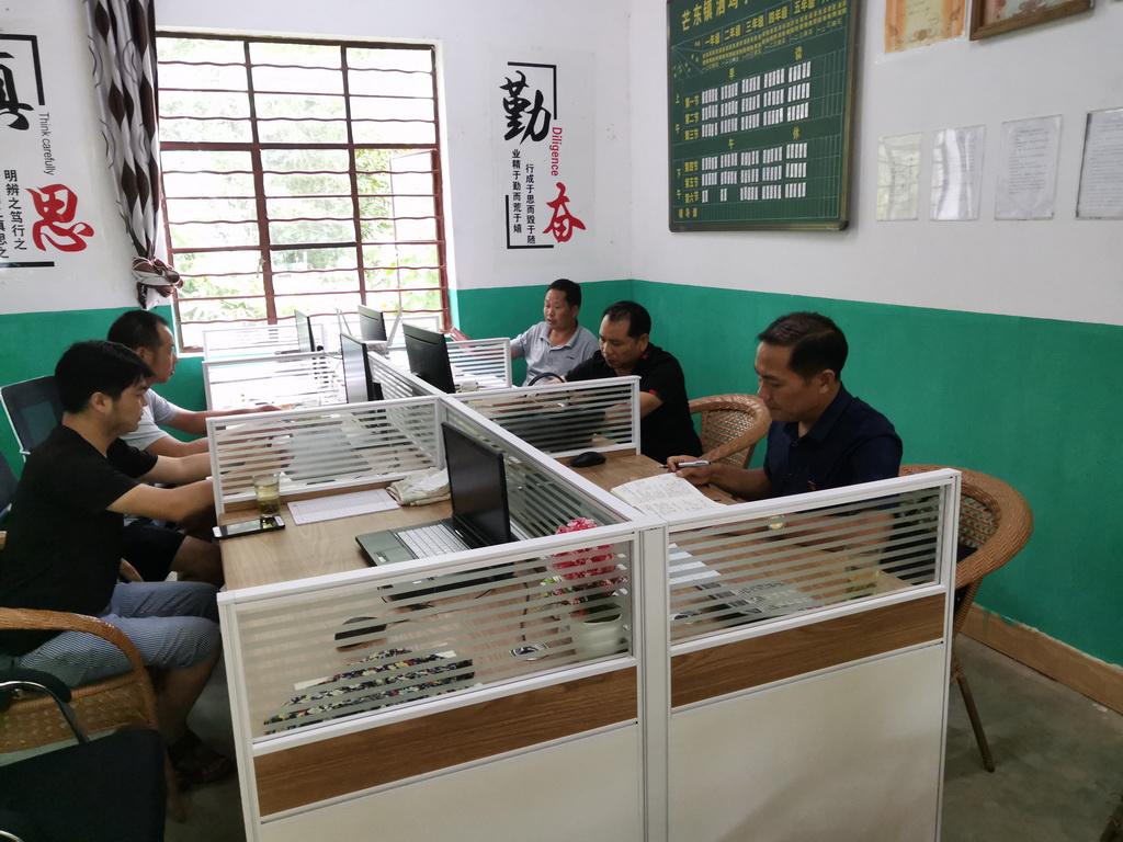 芒东镇中心学校领导班子到洒坞小学进行开学工作检查指导