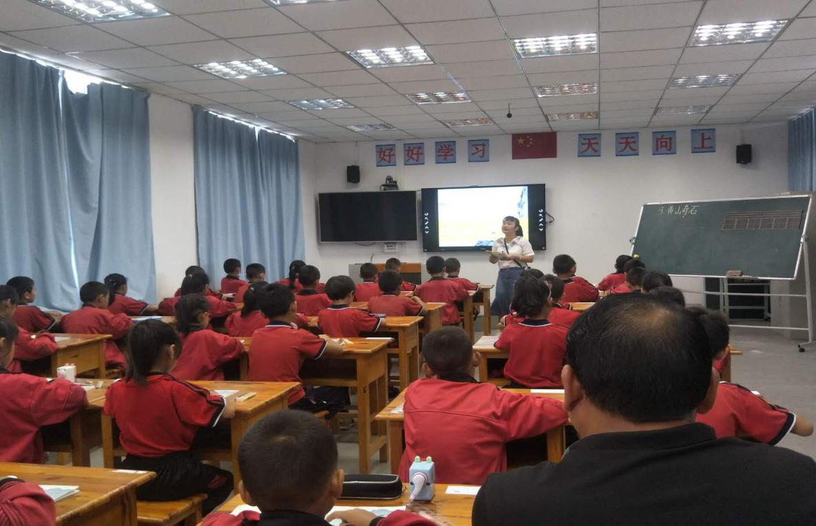 示范引领点明灯  你我携手同进步——芒东民族小学开展校本教研活动