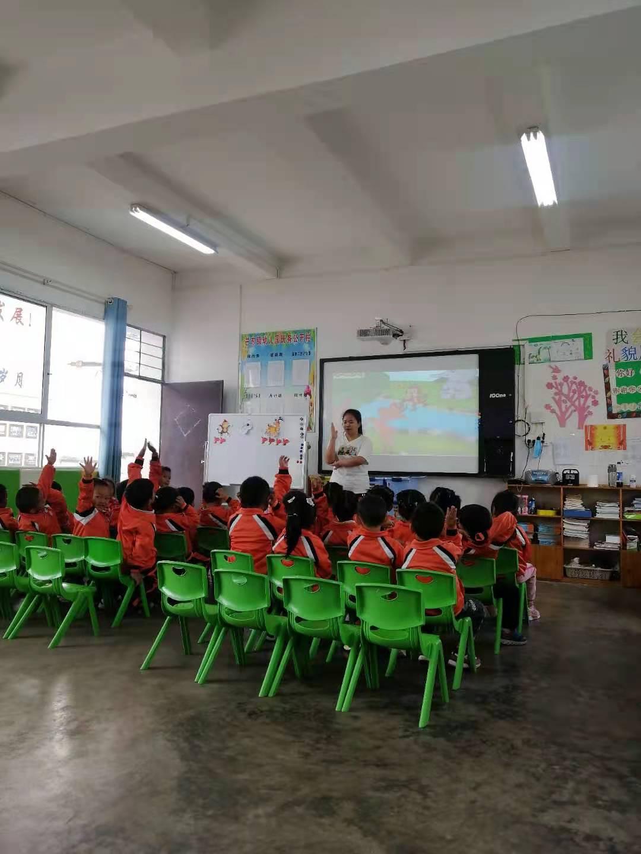 芒东镇幼儿园组织开展实习教师实习结束座谈会