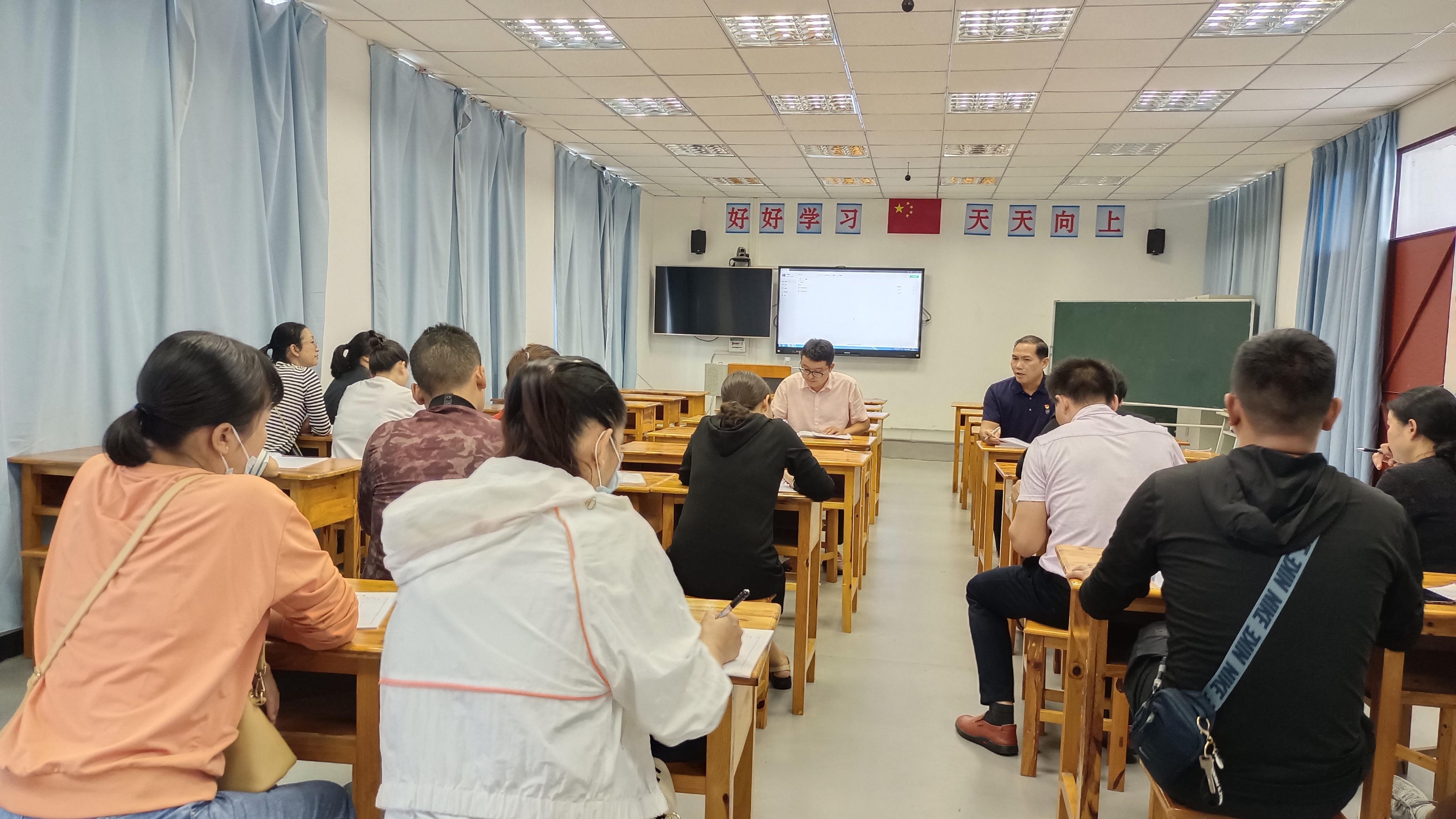 芒东民族小学开展数学组教研活动