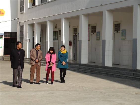 县人民政府教育督导团到曩宋中心小学进行检查