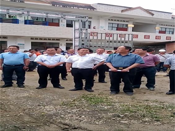 云南省烟草专卖局包毅副巡视员到关璋村调研