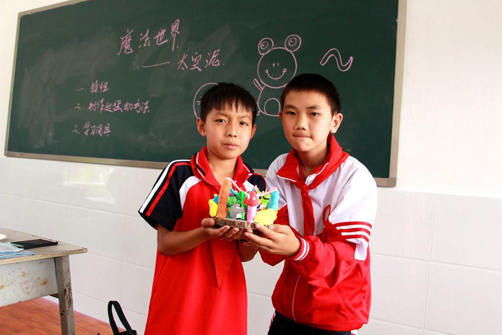 梁河县青少年学生校外活动中心活动进校园系列活动——神奇的魔法世界