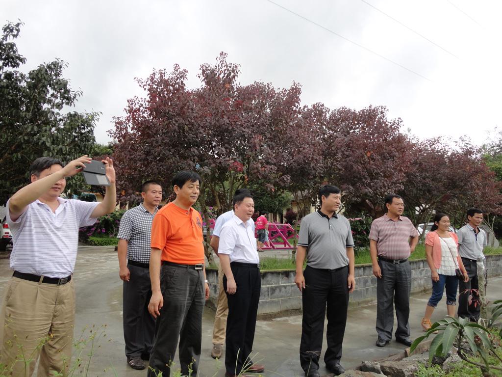 中南财经政法大学杨灿明校长一行到遮岛镇小学生体验基地调研